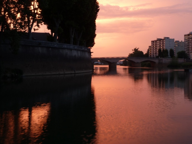 Sunset, view from our boat in Chalons.