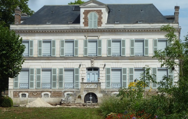 Chateau on the Yonne