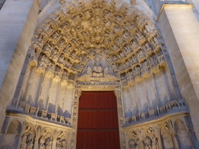 Ornate door on the Cathédrale Saint Étienne