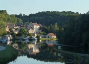 Mooring in Mailly-les-Villes. A favourite.