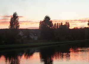 Sunset and view from our boat at Villiers-sur-Yonne.