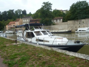 Waiting for the lock, Clamecy.