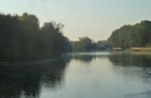 A gorgeous morning for cruising. The Yonne river.