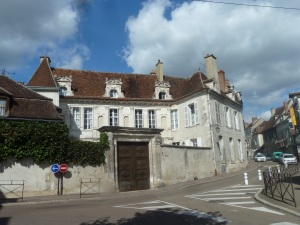 Hôtel de Crôle, built XVIth, is a great example of Renaissance architecture. With its gate lodge, and facade with plenty of embellishments including fluted pilasters, bays and superimposed orders.