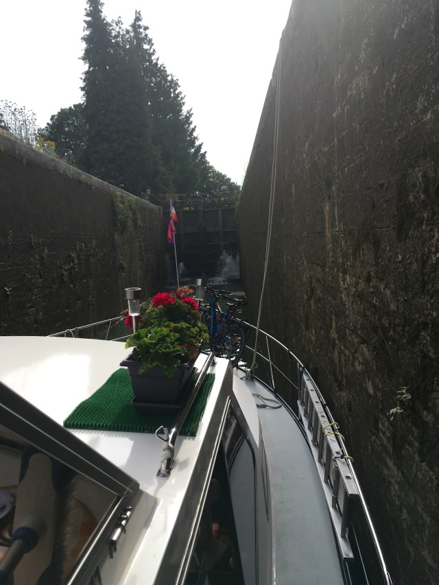 In the Germigny lock. Going up please.