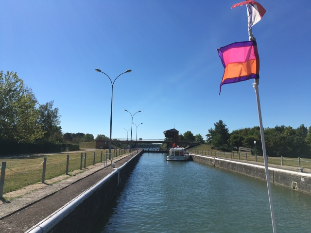 Seurre lock, going in...