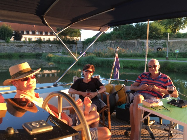 Aperos on the deck in Auxonne.